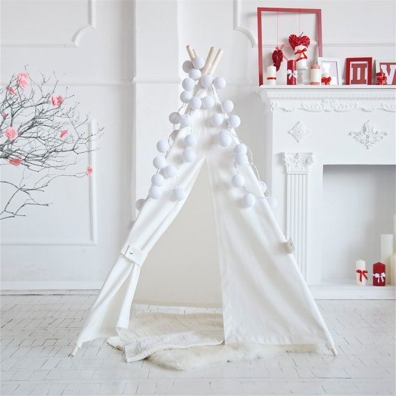 Baby girl play teepee