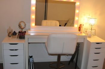 vanity with light up mirror