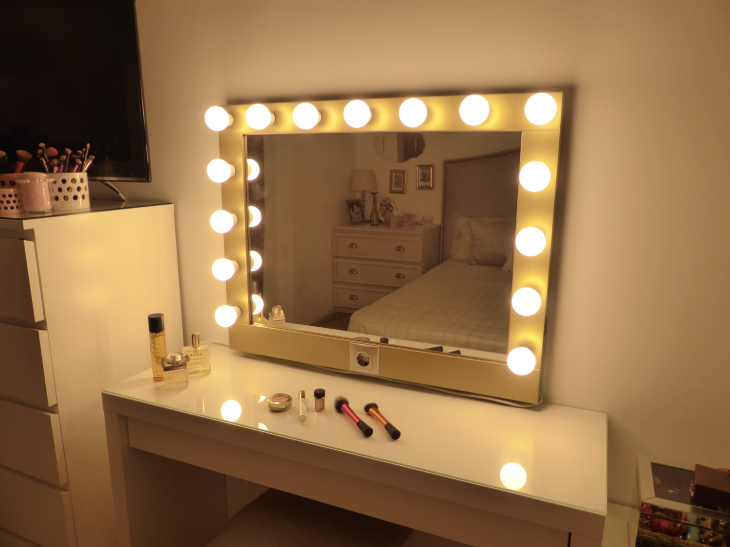 Top 10 Best Free Standing Vanity Mirror With Lights Comparison