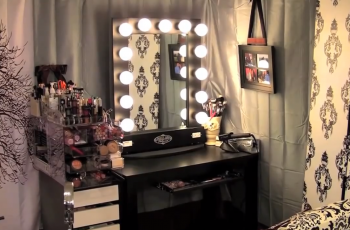makeup vanity with hollywood lights